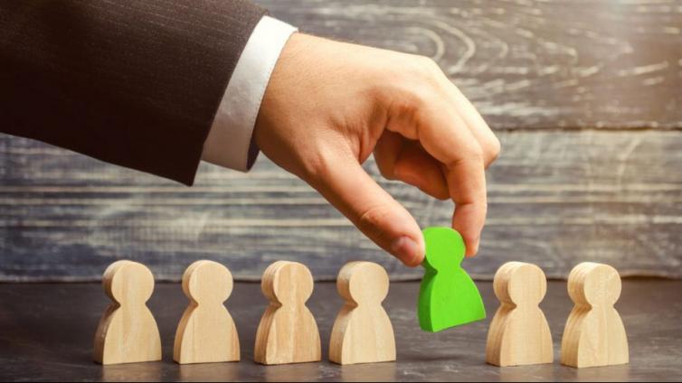 如何通过企业培训平台来规范化新员工培训流程?