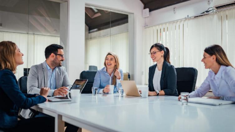 在寻求员工培训方案?这里有6个关于如何培训员工的建议